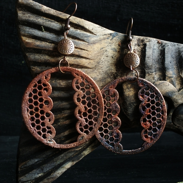 Náušnice - pokovená krajka
