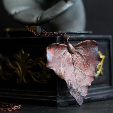Plated ivy leaf- pendant