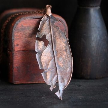 IMPERFECTION - Plated leaf
