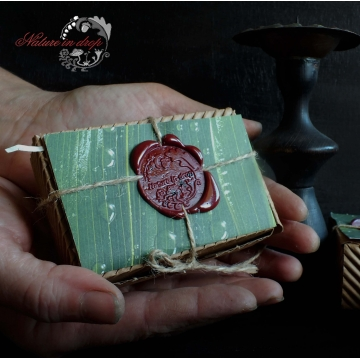 Gift box with seal