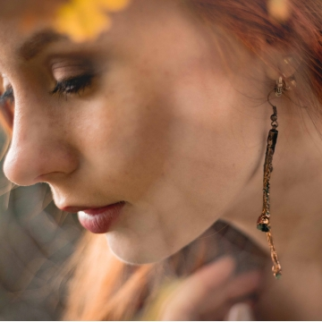 Twig earrings with olivine
