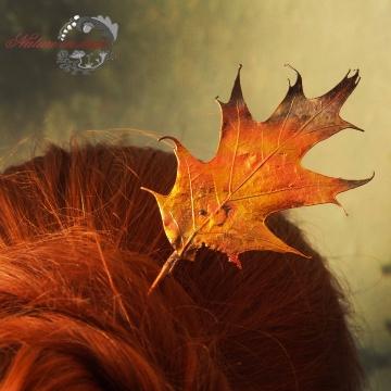 Hairpin from oak leaf